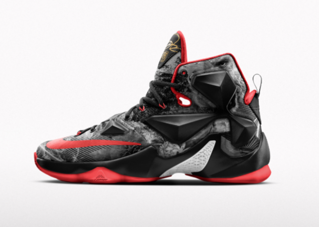 Screen Shot 2015 11 02 at 1.02.53 PM 49179 640x457 - Nike Honours LeBron James 25K Point Highlight With Nike LeBron 13 25K