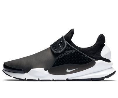 6ab37f26cb9ed Nike s Sock Dart Water Repellent Overhaul – Clavel Magazine